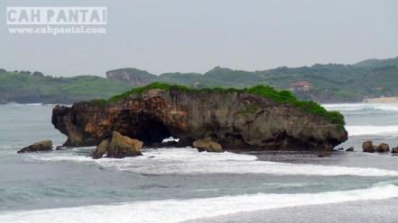 Pulau Watulawang dari Bukit Somandeng