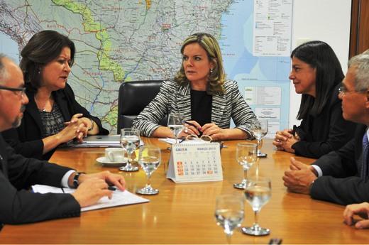 Foto 1 - Governadora Roseana com ministras   Foto Paulo H. CarvalhoCasa Civil PR[1]