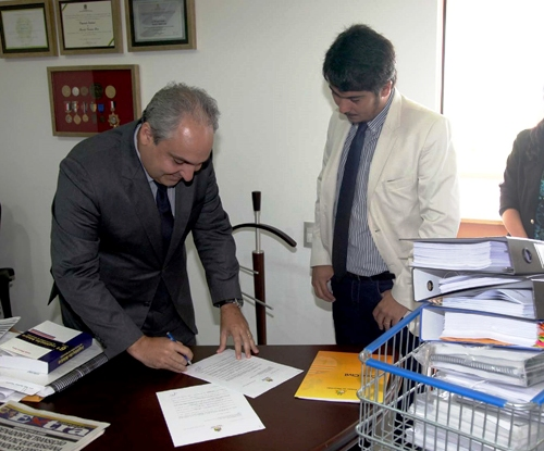 Foto 2 Entrega de documentos a comissão de transição foto Geraldo Furtado