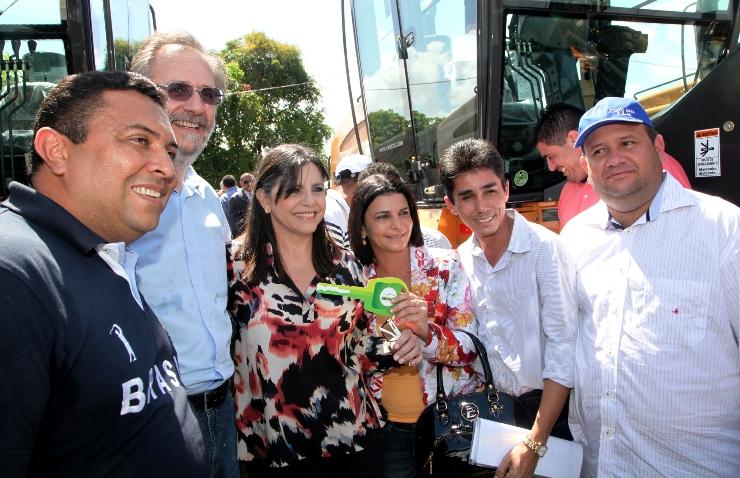 Foto 2 governadora e ministro entregam 119 motoniveladoras foto Handson Chagas