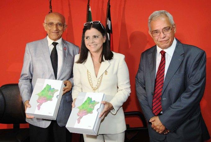 Foto 3 Governadora na FIEMA foto Geraldo Furtado