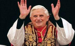 papa-bento-xvi-durante-uma-missa-ele-renunciou-ao-cargo-pela-idade-avanc
