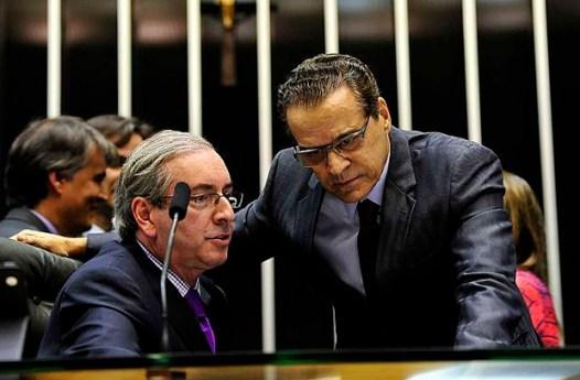 O ministro do Turismo, Henrique Alves (dir), ao lado do atual presidente da Câmara, deputado Eduardo Cunha (esq) (Foto: Luis Macedo / Câmara dos Deputados)