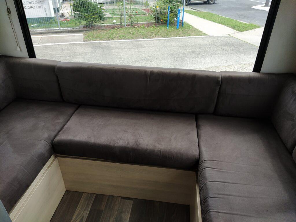 Rear Club Lounge/Bed