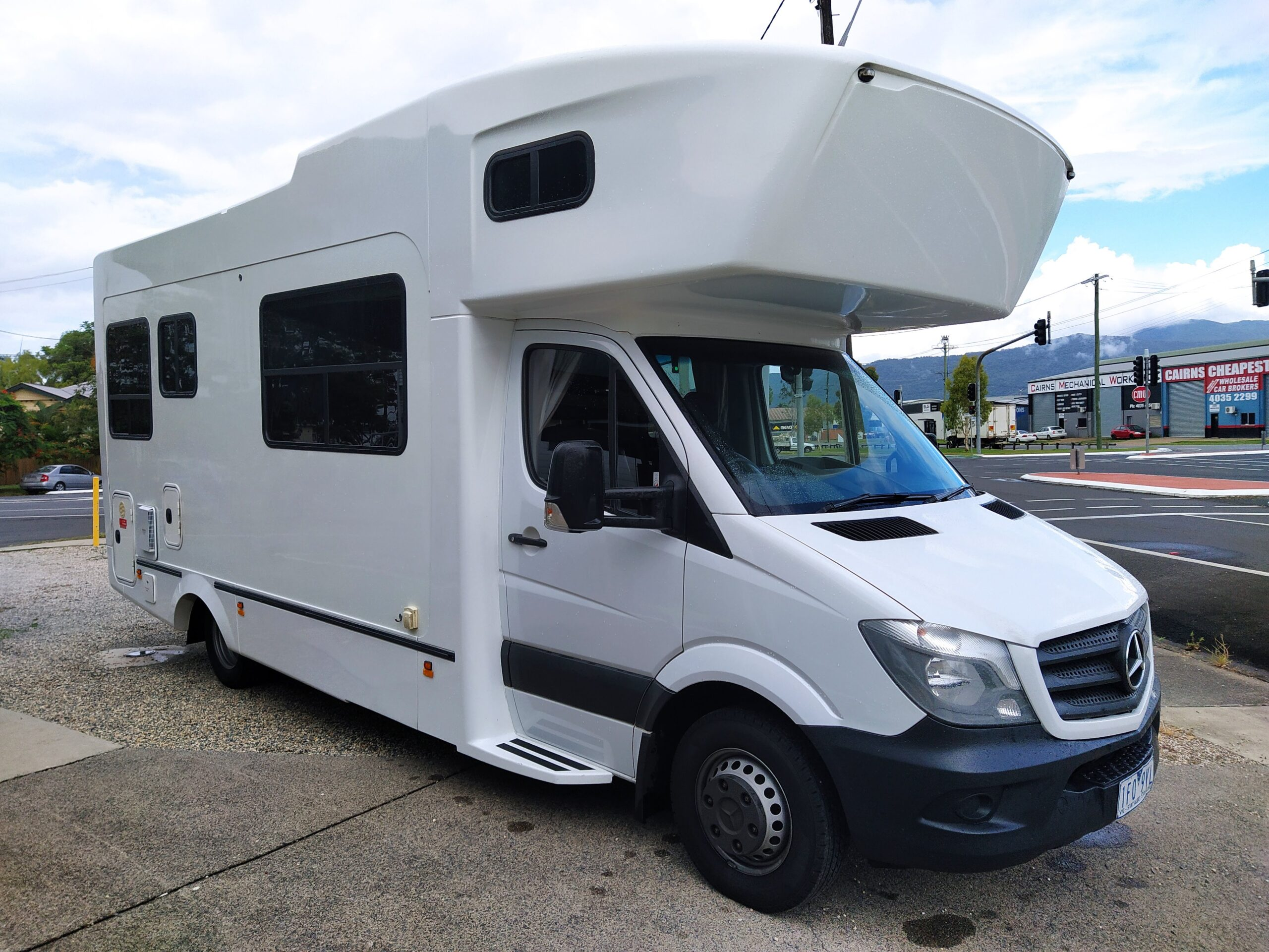 2015 KEA RETREAT MERCEDES M715 6 BERTH