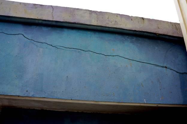 nguyên nhân và cách khắc sửa chữa tường nhà bị nứt ngang