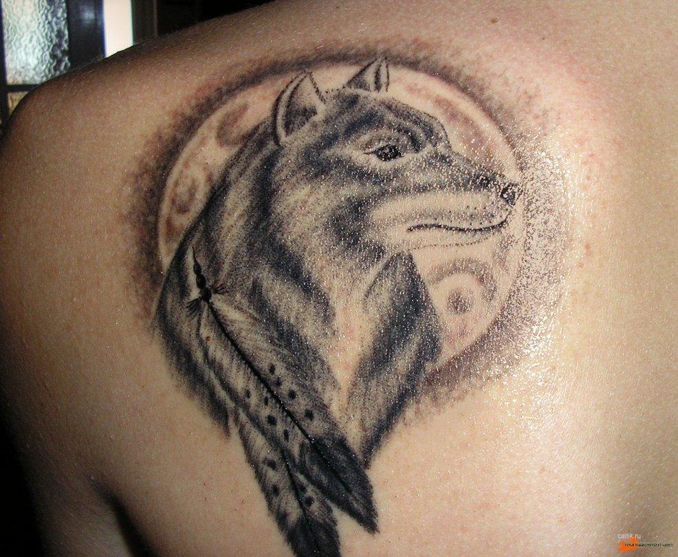 значение татуировки волк воющий на луну волк с оскалом и волчица