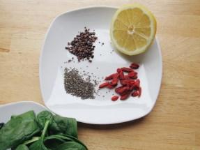 Nibs, seeds, goji berries, lemon
