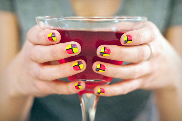 Sips and Tips: The It Girl Cocktail and the Pop Art Mani: http://www.stylebistro.com/Nails/articles/J9uoBAVZjAH/Sips+Tips+Girl+Cocktail+Pop+Art+Mani