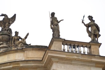 neoclassical-rooftop-statues-humboldt-university