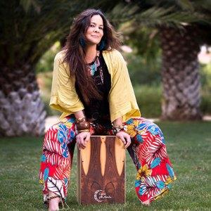 Cristina-Morales-percusionista-cajones-al-andalus