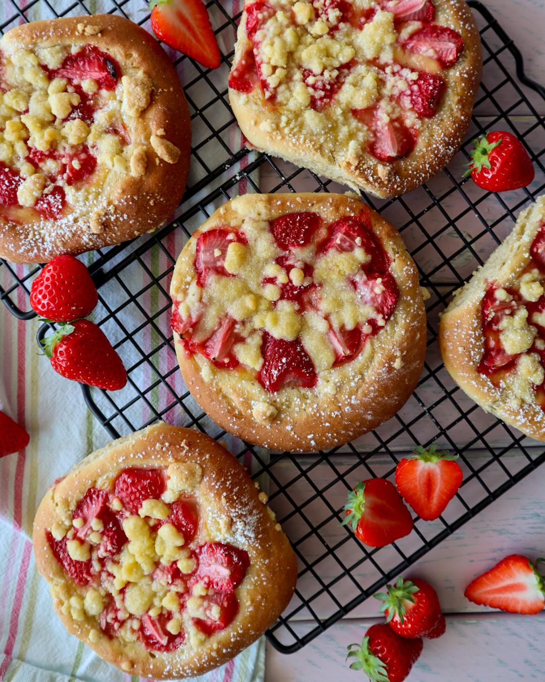 Erdbeer Puddingteilchen mit Streuseln von Cake Confession