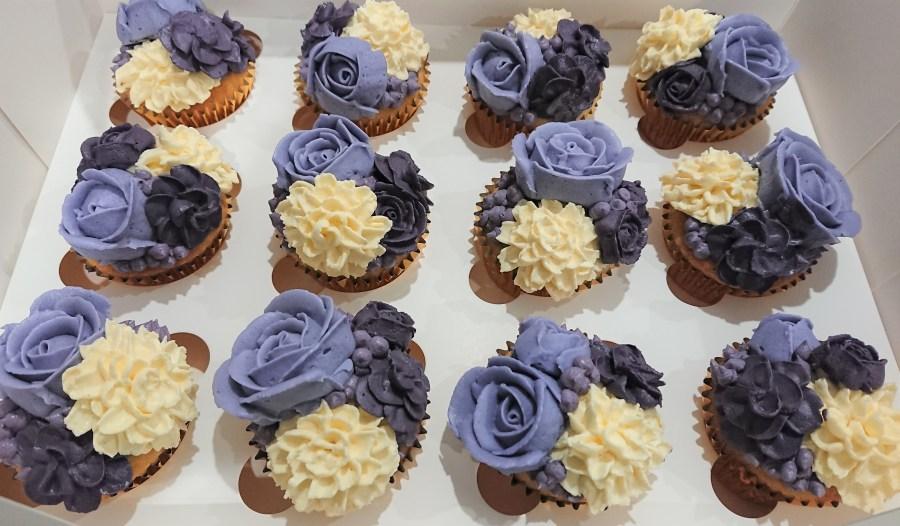 Purple bouquet cupcakes