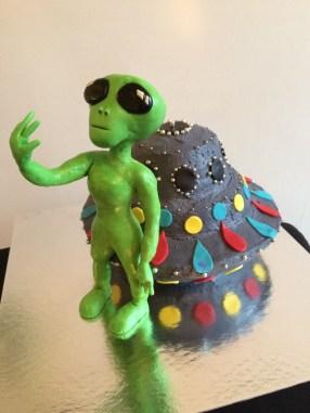 Alien and filling saucer cake