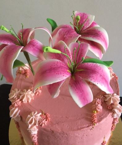 Vanilla raspberry cake with gum past lilies