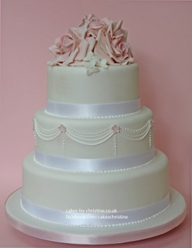 Roses, piping and pale pink roses