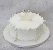 Swan royal iced cake
