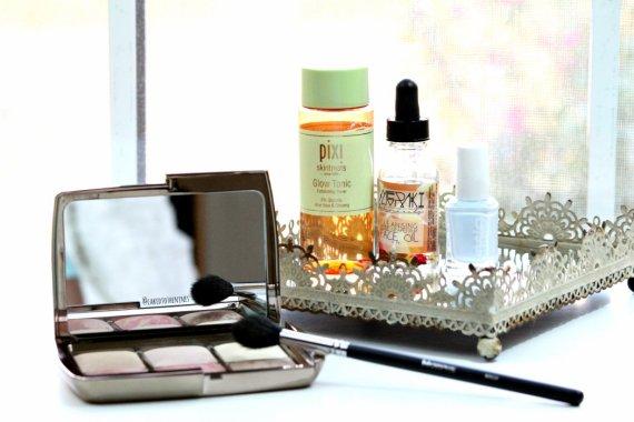 September beauty favorites | Hourglass Ambient Lighting Edit, Morphe M501 brush, Pixi Glow Tonic, Meraki Botanicals Cleansing Face Oil, Essie Find Me An Oasis