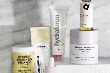 Products to get rid of dry skin. Youth To The People Overnight Mask, Drunk Elephant Lala Retro Whipped Cream, Glossier Super Bounce, Face oil, face mask