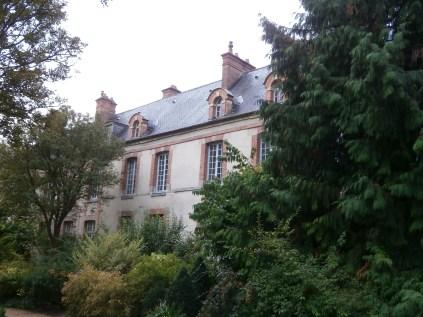A building hidden somewhere in the Jardin de Diane