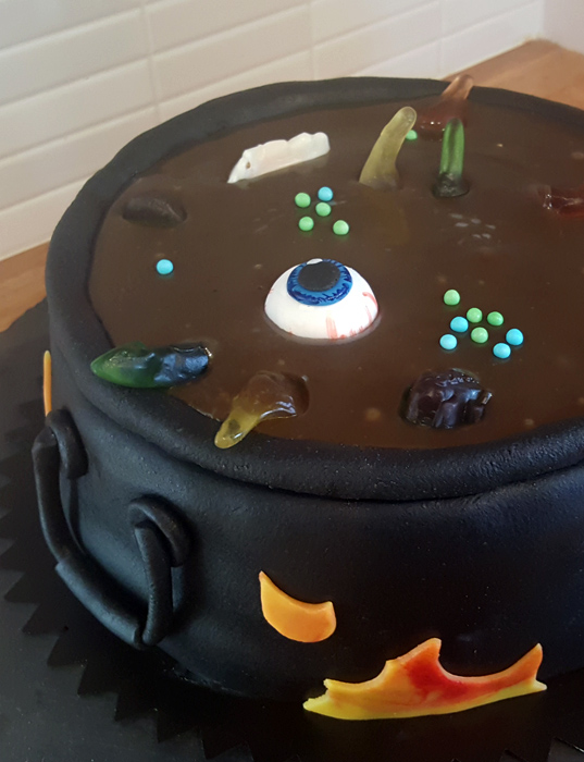 Cauldron cake - kitteltårta Halloween