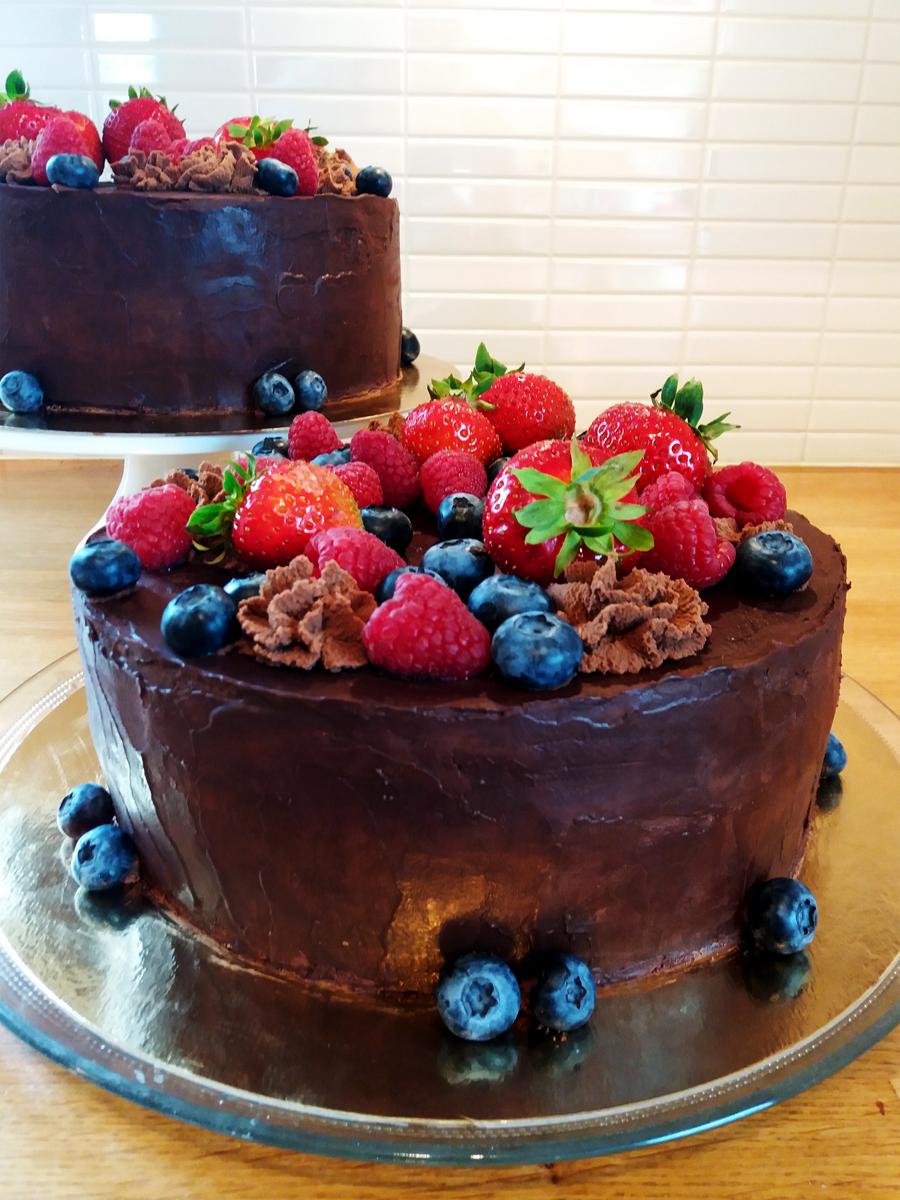 chokladtårta med bär