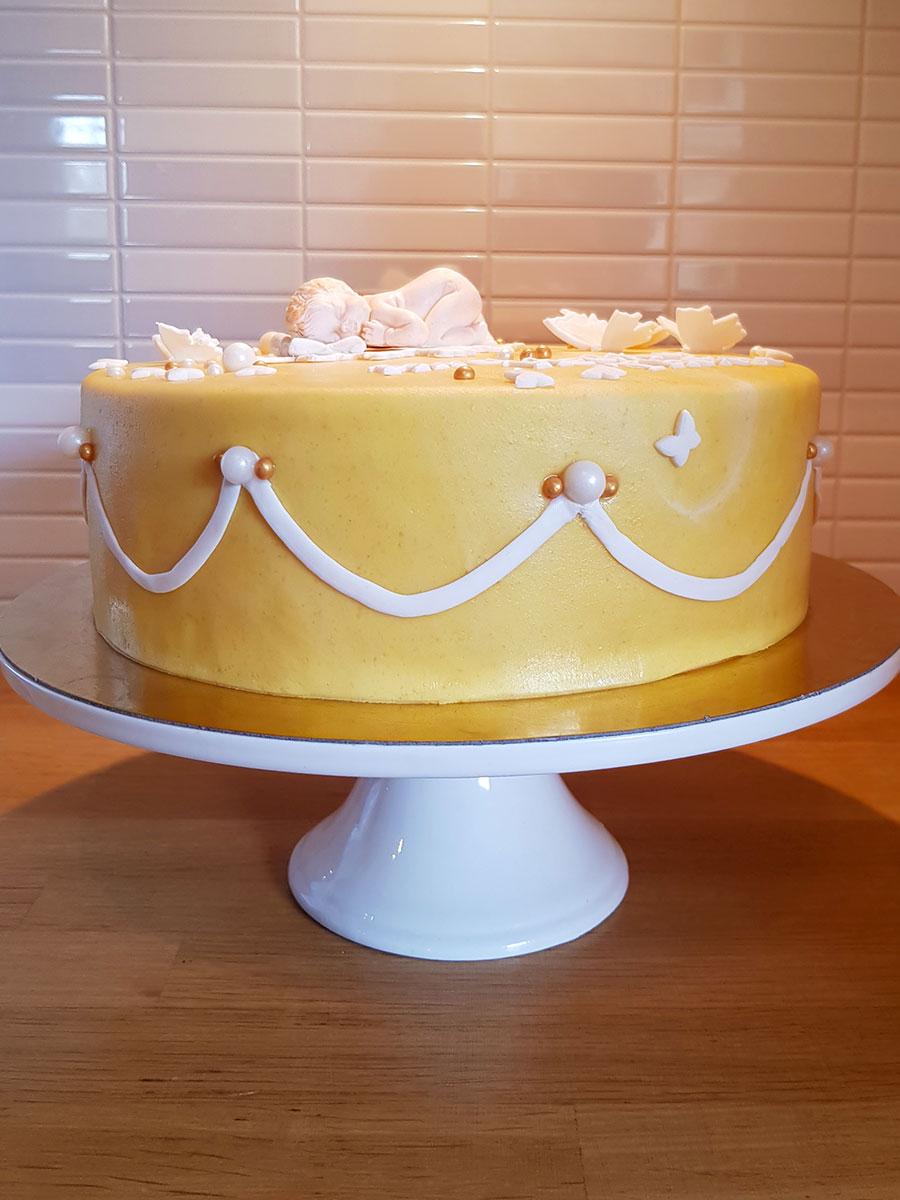christening namngivning doptårta cake tårta yellow gul