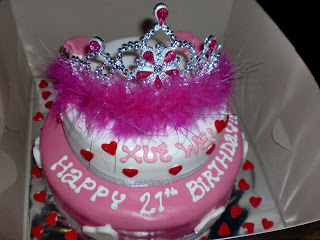 Groovy 24 Awesome Birthday Cakes For Girls From 18 To 21 Years Cakes Personalised Birthday Cards Arneslily Jamesorg