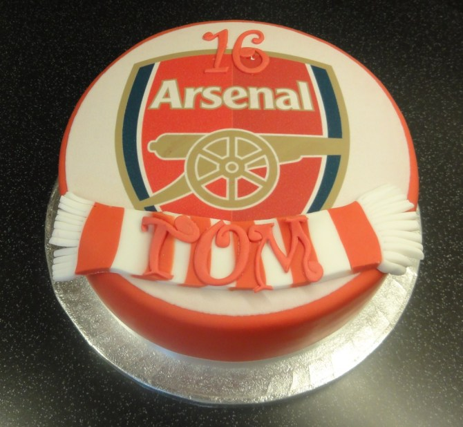 arsenal-2-football-team-logo-cakes-cupcakes-mumbai-37
