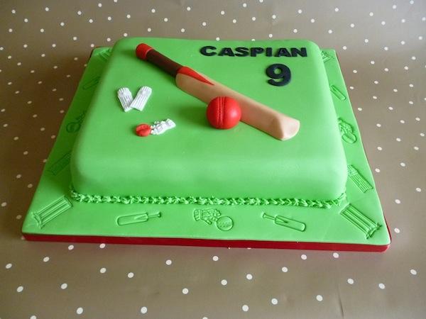 cricket-theme-birthday-cakes-cupcakes-9