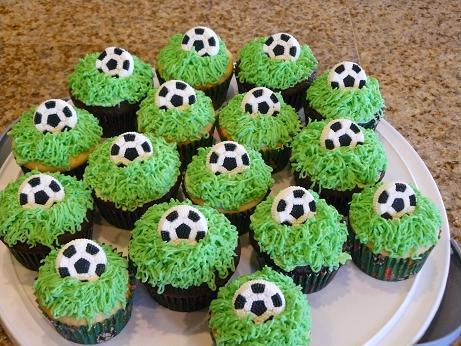 football-team-cupcakes5