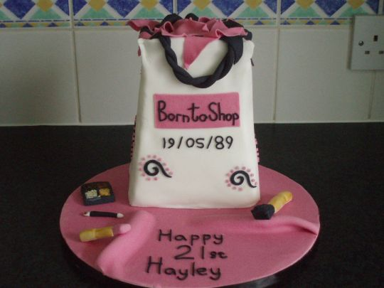 shopaholic-born-to-shop-shopping-theme-cakes-cupcakes-mumbai-8