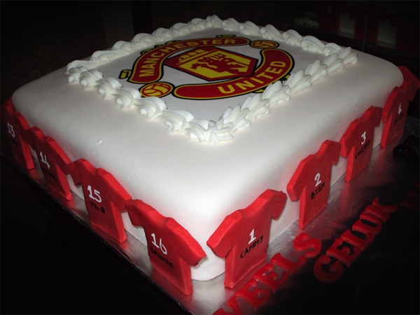 manchester-united-designer-theme-birthday-wedding-engagement-cakes-cupcakes-mumbai-11
