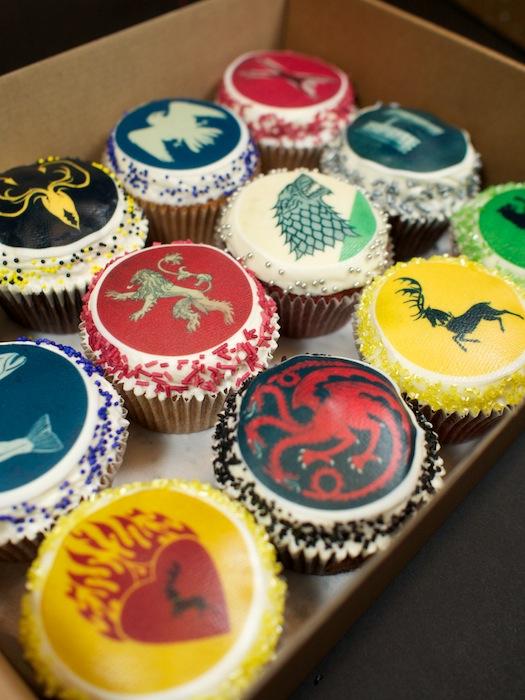 25-game-of-thrones-theme-designer-cakes-cupcakes-mumbai-12-sigil-cucpakes