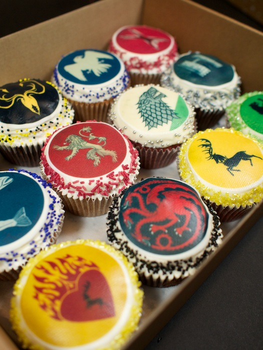 25-game-of-thrones-theme-designer-cakes-cupcakes-mumbai-12-sigil-cucpakes