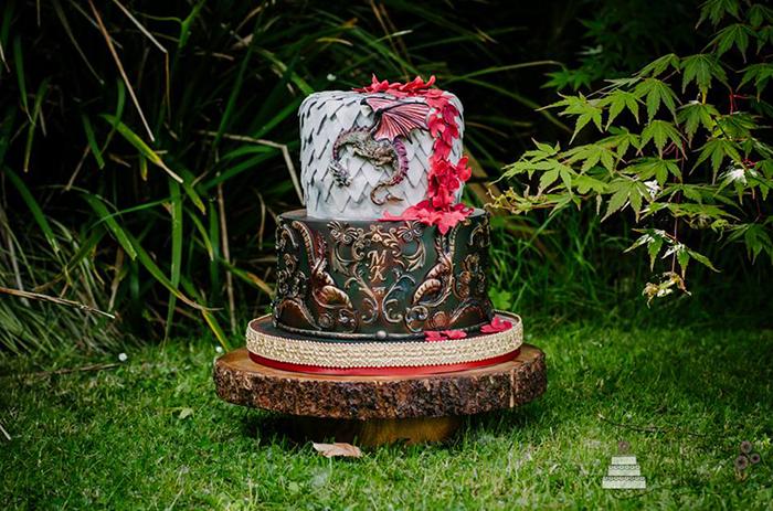 25-game-of-thrones-theme-designer-cakes-cupcakes-mumbai-27-2-tier-wedding-cake-dragon