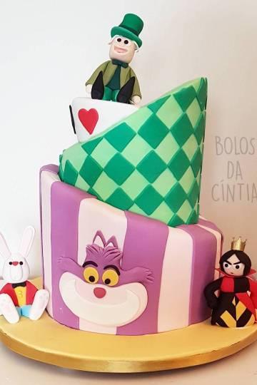 Bolo Alice no País das Maravilhas inspirado no Chapeleiro Maluco feito por Cíntia Costa Cake Studio.