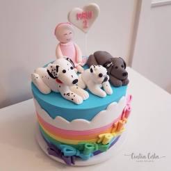 Topo de bolo personalizado com cachorros buldogue, weimaraner e dálmata. Feito por Cake Studio ( contato@cakestudio.com.br | Whatsapp: (11) 96882-2623 ).
