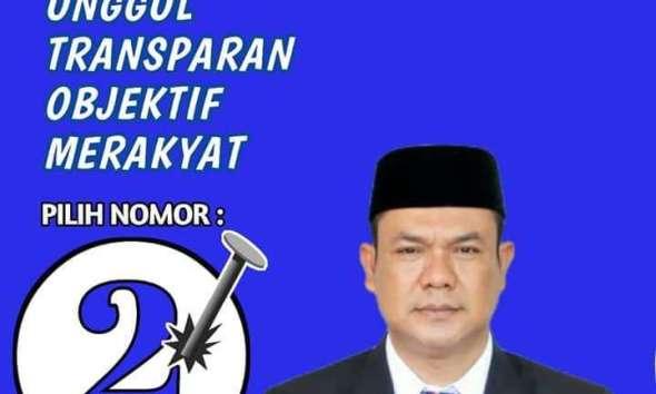 Kabupaten Lebak Provinsi Banten yang lalu masyarakat pendukung geruduk rumah Kepala Desa terpilih nomor urut 2 dengan warna bendera Biru ini.