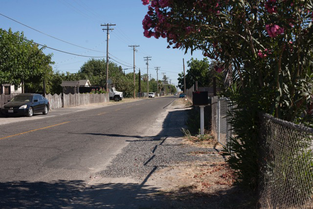 The city of Turlock applied for an Active Transportation Program grant to improve this stretch of West Ave. South near Wakefield Elementary School. Photo: Minerva Perez/Streetsblog