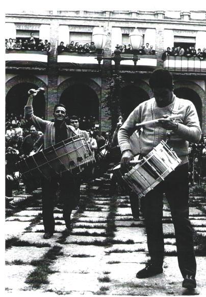 La cuadrilla de Tomás Gastón en el concurso de Tambores de Híjar año 1974