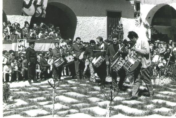 La cuadrilla de Tomás Gastón en el concurso de Tambores de Híjar año 1971