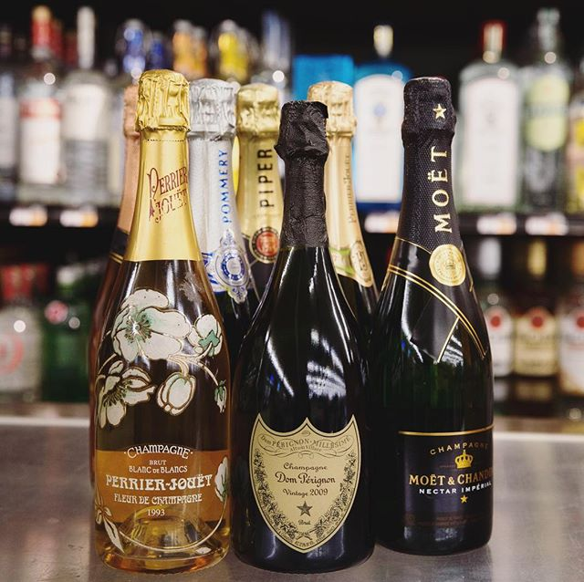 Still need to pick up some #bubbles for your NYE festivities ?!? We're open and…
