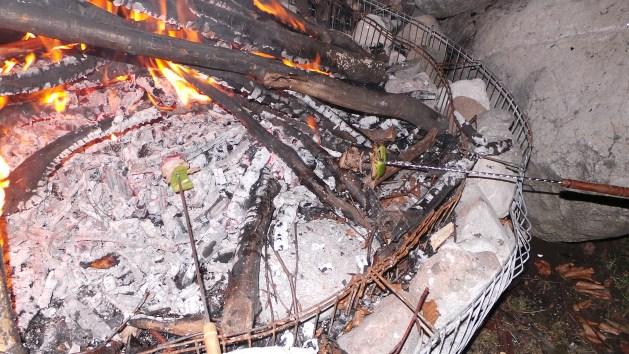 frigarui la foc de tabara