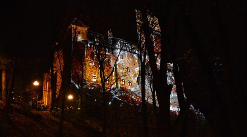 Proiectie pe Castelul Bran