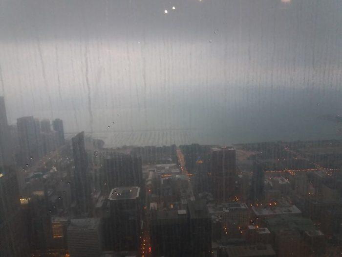 ceata si ploaie in skydeck