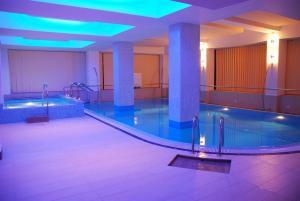 Hotel Nevis Oradea piscina