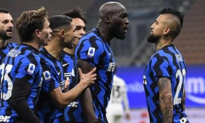 Esultanza gol Vidal Lukaku Inter