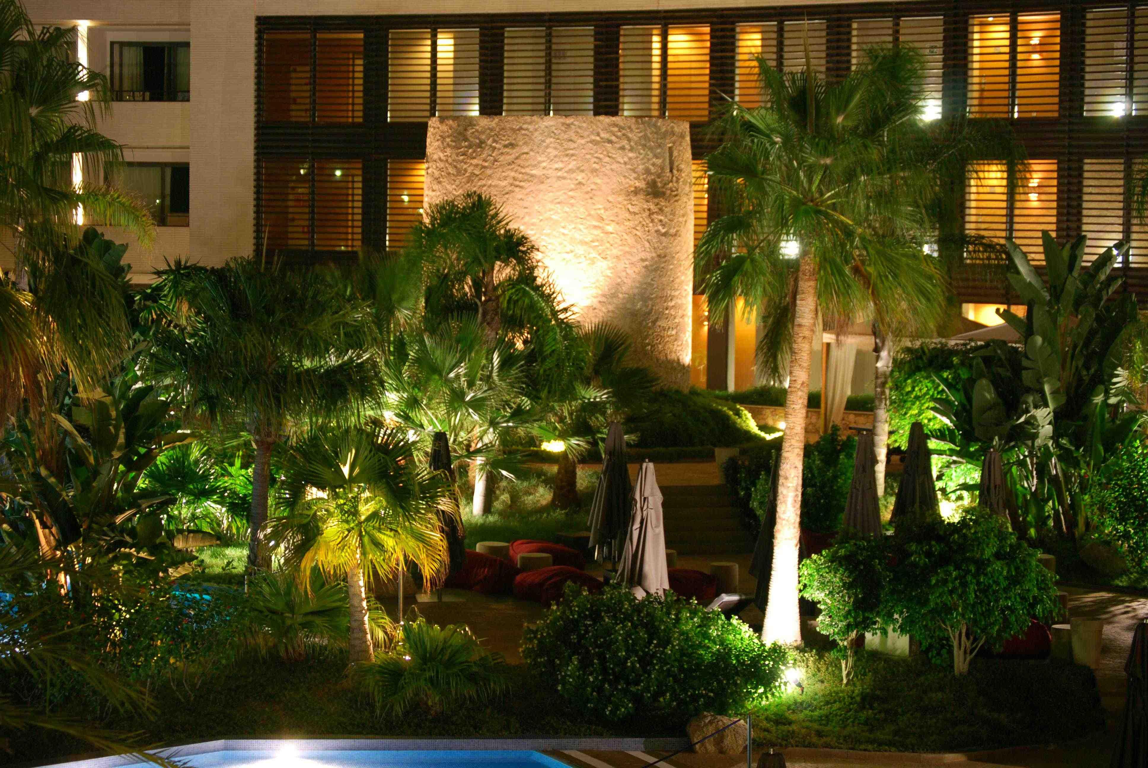 Vista nocturna del Dolce Sitges