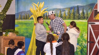 Kids Enjoy Farm-Themed Fair Game Show